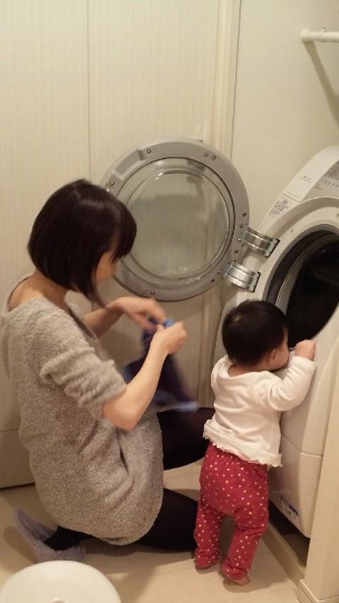 親子でお洗濯。